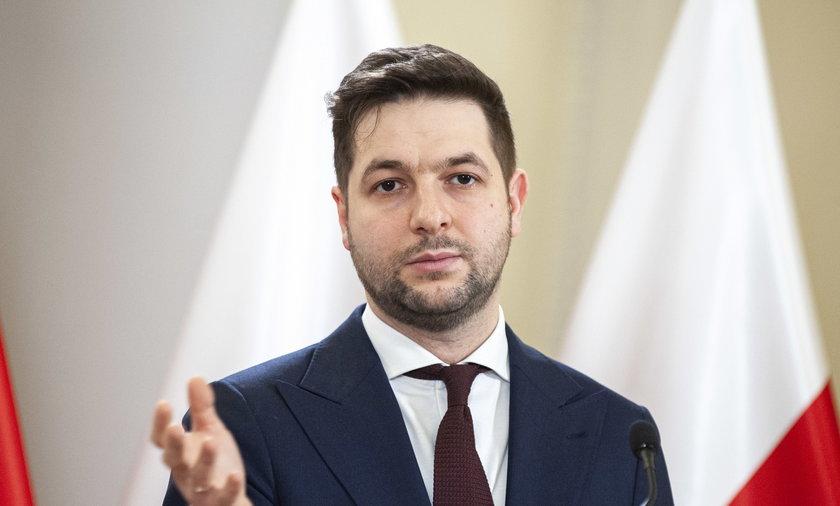 Patryk Jaki oskarża dziennikarzy o to, że zaatakowali go hejterzy.