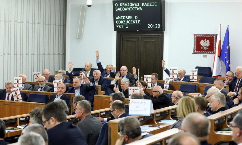 """""""PiS zhańbił Senat"""". Godzina próby prezydenta"""