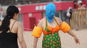 Co wkładają Chińczycy na plażę? Facekini!