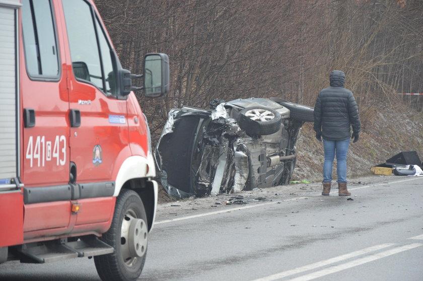 Makabryczny wypadek pod Żukowem. Nie żyją dwie osoby