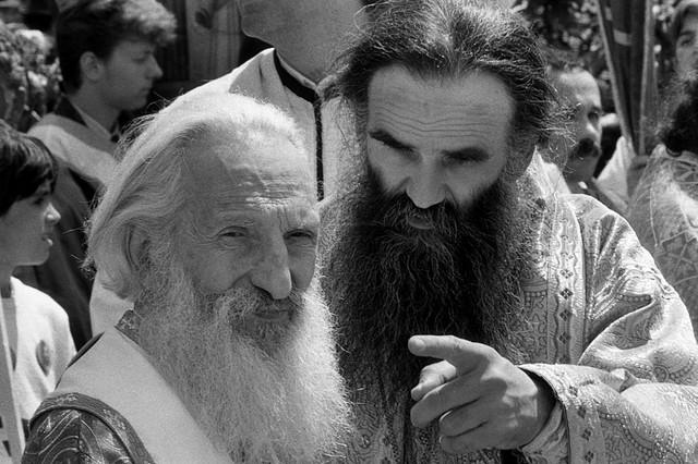 Amfilohije i Patrijarh Pavle u Manastiru Lelić gde su mošti vladike Nikolaja Velimiroviča