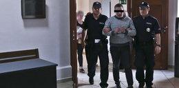 Brat oskarżony o gwałcenie siostry bliźniaczki wyszedł z aresztu