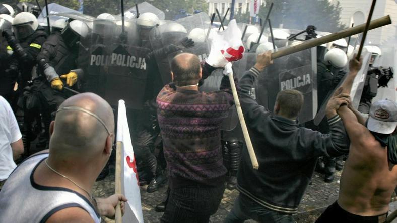 """Krzysztof Miller, """"Demonstracja górników z różnych central związkowych przeciwko odebraniu wcześniejszych emerytur"""", 2005"""