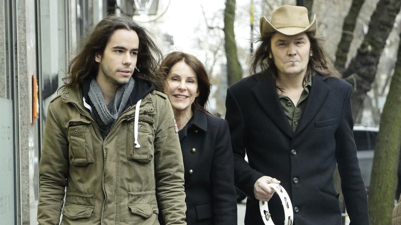 Robert Gawliński z żoną i synem