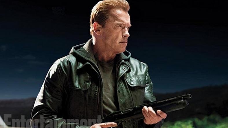 W roli tytułowej ponownie zobaczymy Arnolda Schwarzeneggera, który jako T-800 z przyszłości zostanie wysłany w przeszłość, aby powstrzymać komputery przed wytworzeniem świadomości i wypowiedzeniem wojny ludziom