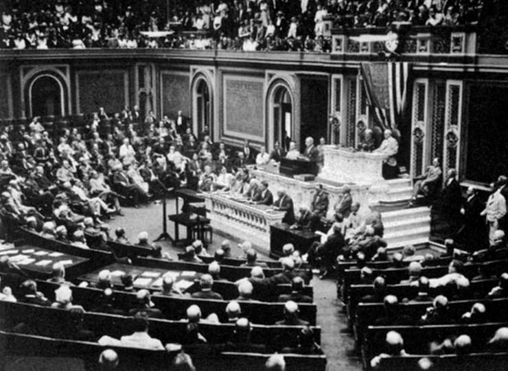 Predsednik Vilson pred Kongresom objavljuje prekid zvaničnih odnosa sa Nemačkom, 1917.