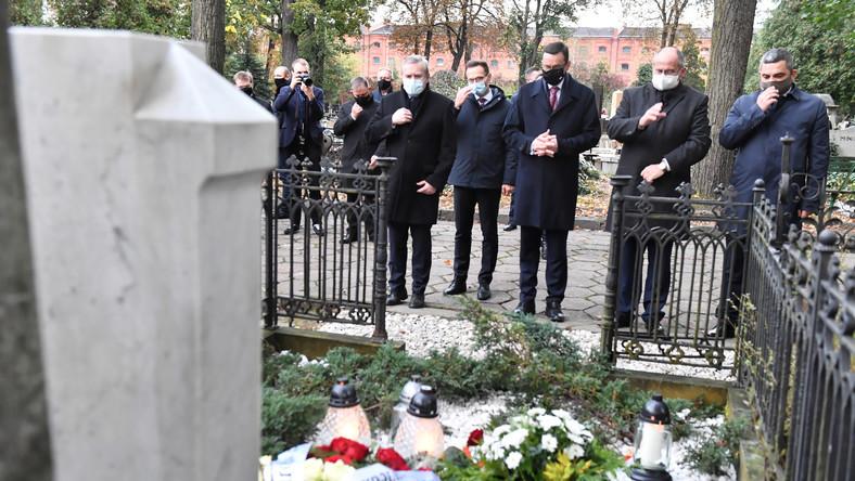 Uroczyste złożenia kwiatów na grobie Marka Rosiaka w 10. rocznicę jego śmierci