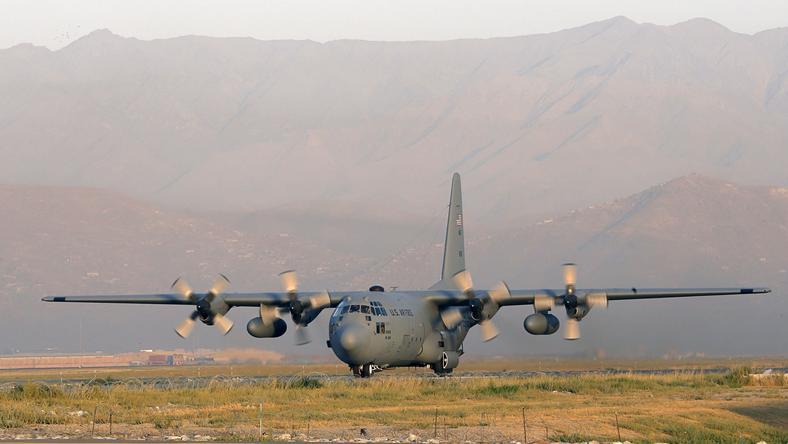 Samolot  C-130 Hercules - taki sam rozbił się wczoraj w nocy w Afganistanie