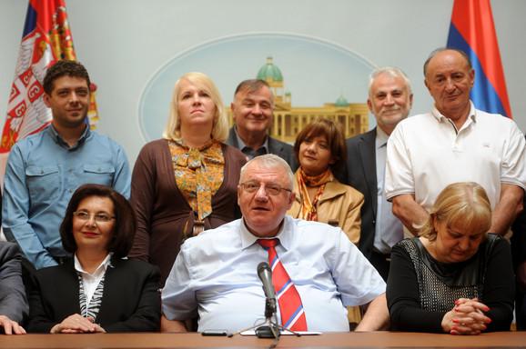 Šešelj u Skupštini Srbije sa partijskim kolegama