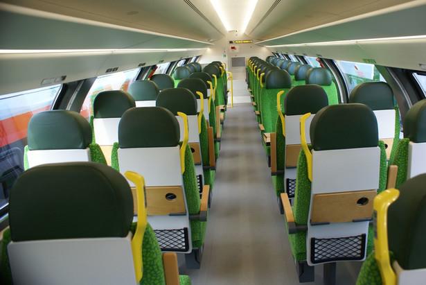 Pesa - wnętrze wagonu