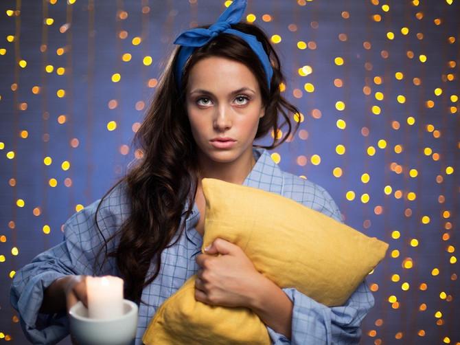 Super trik! Deset minuta pre spavanja napravite OVU POZU u krevetu i zaboravićete šta znači NESANICA