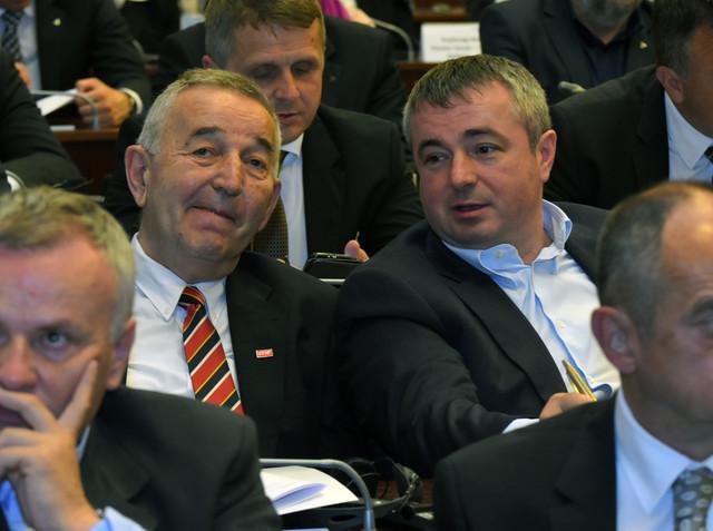 Pavle Budakov i Dušan Bajatović na sednici