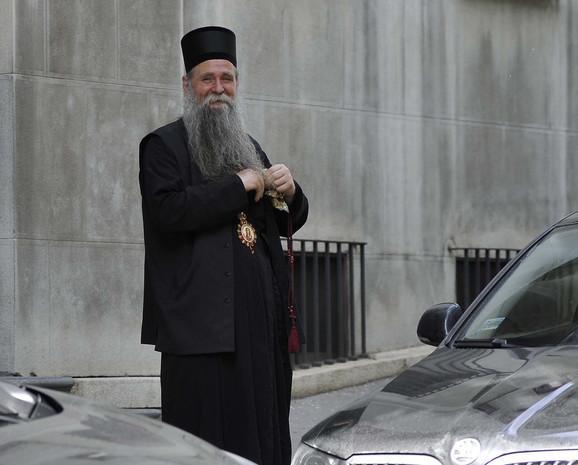 Vladika Joanikije u trenutku napada nalazio se tik pored Davidovića u lobiju