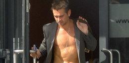 Colin Farrell w marynarce bez koszuli. Wpadka?