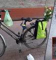 Warszawianka przypięła rower do trzepaka. Zobacz, ile złodziejowi zajęło przecięcie zapięcia! FILM