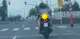 Wsiadła na motor w zwiewnej sukience. Kierowcy osłupieli [FILM]