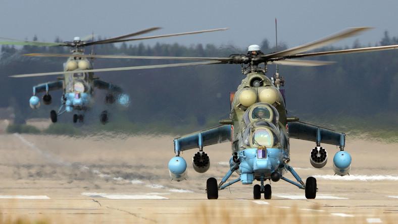 Rosyjskie śmigłowce Mi-24 w bazie lotniczej Kubinka