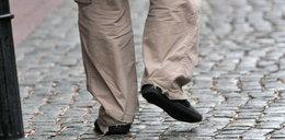 Węglarczyk w porwanych spodniach. Obciach?
