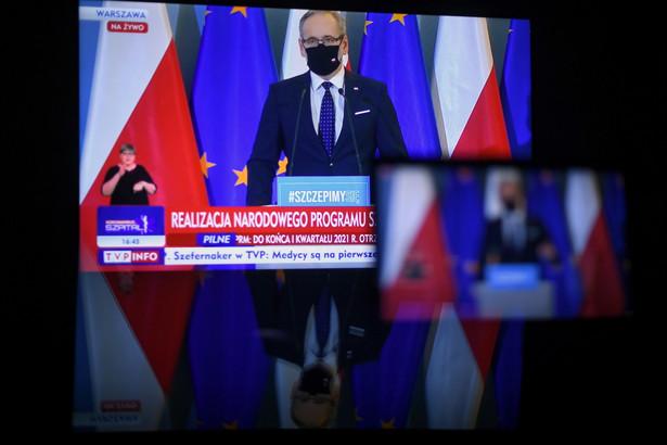 Minister zdrowia Adam Niedzielski podczas konferencji prasowej transmitowanej z siedziby KPRM w Warszawie, 4 bm. Konferencja dotyczyła Narodowego Programu Szczepień. (jm) PAP/Marcin Obara