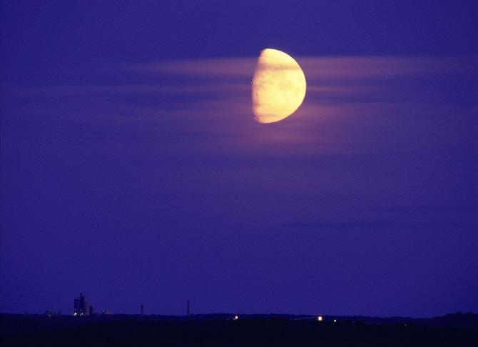 Mesec ima tri opadajuće faze