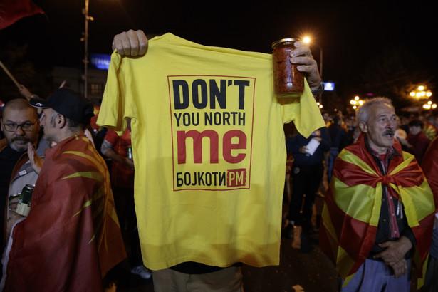 Premier kraju Zoran Zaew nie zamierza się jednak poddawać. Ma jeszcze plan B – chce przeforsować zmianę konstytucji w parlamencie.