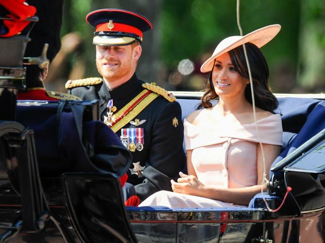 Megan je izgledala kao SAN SNOVA: Ali svima je promakao OVAJ DETALJ na haljini koji se kraljici SIGURNO NIJE DOPAO