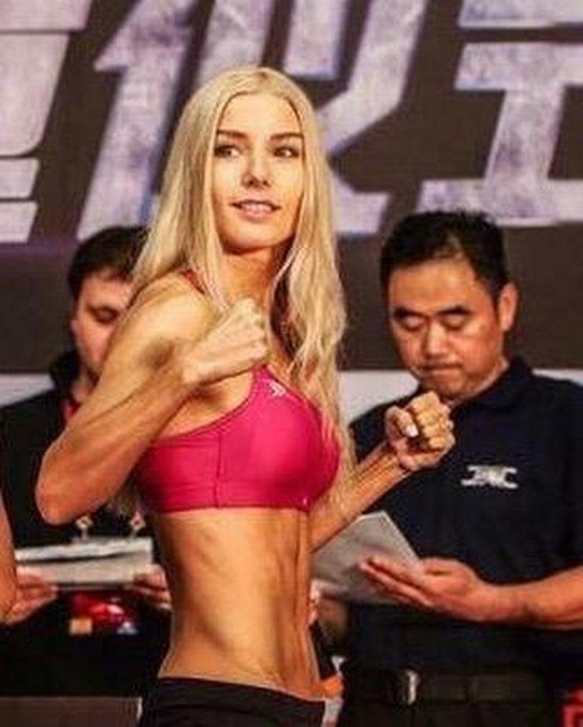 """Mówią na nią """"Barbie"""", ale to mistrzyni świata w tajskim boksie"""