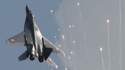 """Jeden MiG-29 przez pomyłkę  ostrzelał drugą maszynę podczas ćwiczeń. """"Cud, że nie doszło do tragedii"""""""
