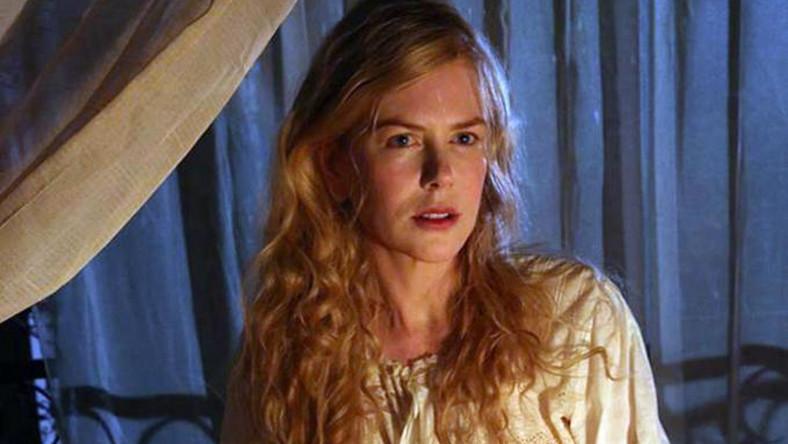 Nicole Kidman wciela się w Gertrude Bell – słynną brytyjską pisarkę, podróżniczkę, doradcę politycznego i attaché Imperium Brytyjskiego u progu XX wieku