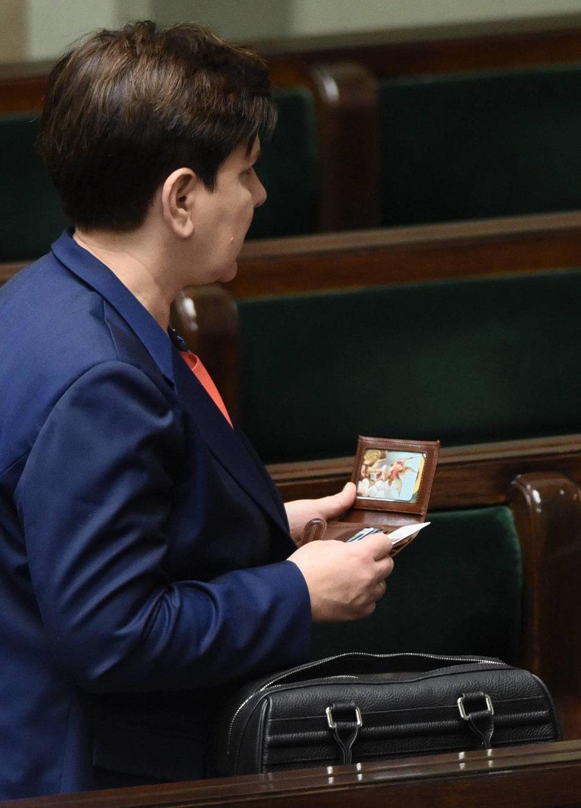 Zobacz co premier Szydło ma w portfelu!