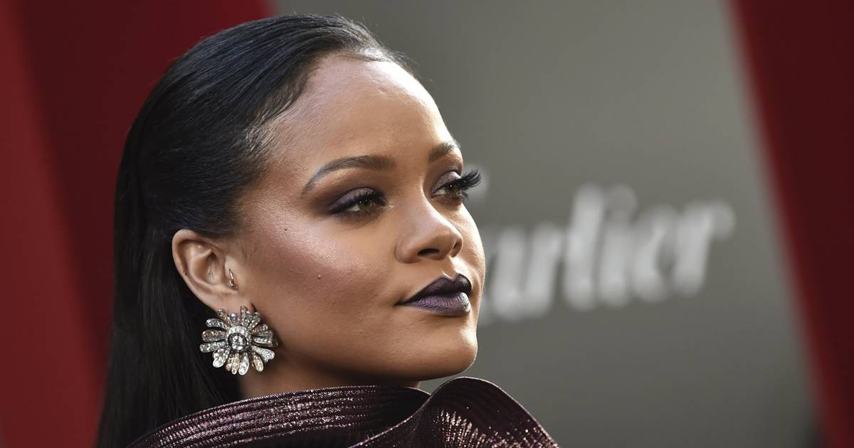 Du kannst jetzt Rihannas 1.800-Euro-teures Make-up-Tutorial nachschminken – kostenlos
