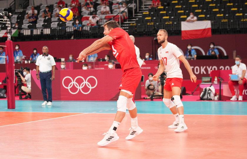 Kapitan reprezentacji Polski siatkarzy wszedł na chwilę na boisko w meczu z Włochami (3:0) i chce zagrać również dziś z Wenezuelą.