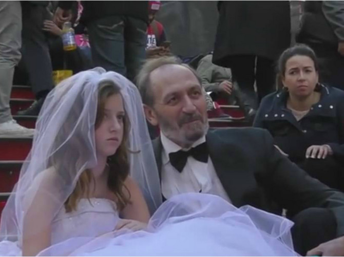 Čovek od 65 godina lažirao venčanje sa devojčicom od 12 i zgrozio svet!