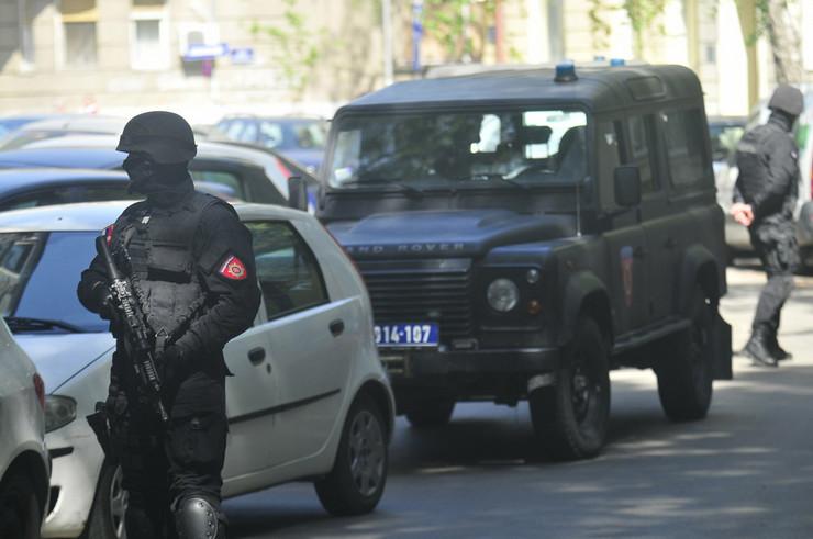473433_novi-sad-3462-ulica-stevana-branovackog-zandarmerija-potraga-za-ubicom-vojislava-skrbica-policija-foto-robert-getel