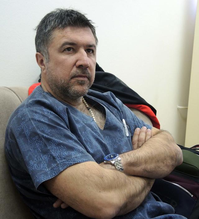 Operacija je bila ogroman rizik: Dr Vladislav Tripković, akušer koji je porodio Jelenu