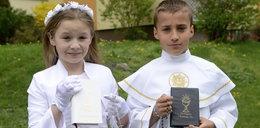 Księża polecają albę jako uniwersalny strój