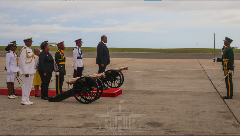 On Thursday afternoon, President Kenyatta arrived in Bridgetown Barbados accompanied by Foreign Affairs Cabinet Secretary Monica Juma and other state officials.