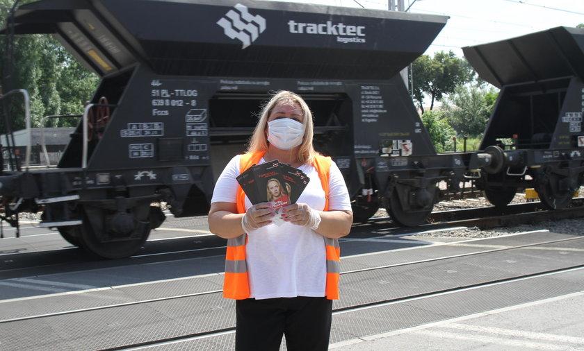 Ambasadorzy  w każdy piątek wakacji będą przypominać i zachęcać do bezpiecznych zachowań na przejazdach kolejowych