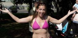 Półnagie matki nie wstydzą się tłuszczu i rozstępów