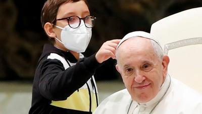 Niepełnosprawny chłopiec skradł show podczas audiencji w Watykanie. Niezwykłe słowa papieża