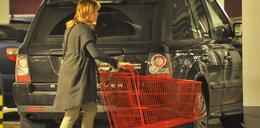 Dorota Deląg na zakupach. Nie odprowadziła wózka!
