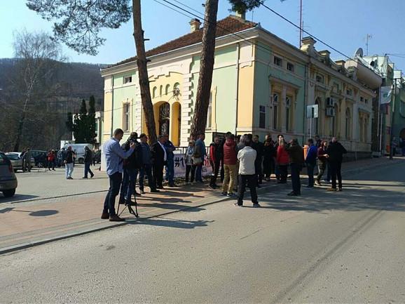 Opozicija ispred opštine Brus