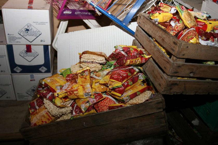 Przeterminowane jedzenie firma utylizacyjna na nowo wprowadzała do sprzedaży