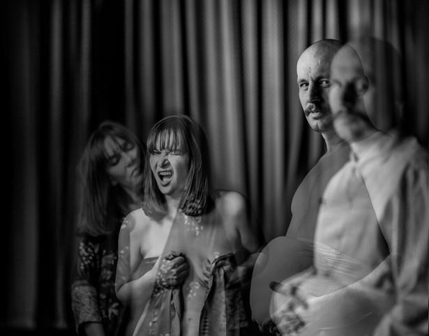 """Spektakl """"Beginning"""" w reżyserii Adama Sajnuka w Teatrze WARSawy."""