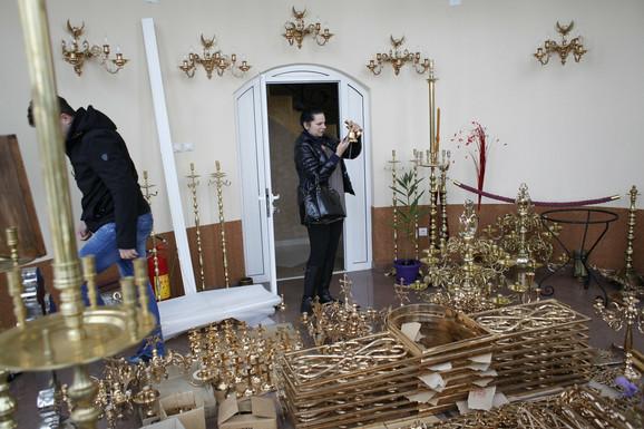Sve za hramove: porodica Kremenović izrađuje i svećnjake