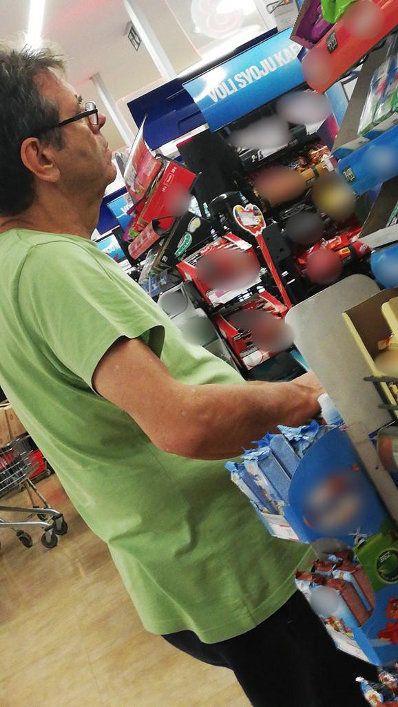 Koštunica snimljen u supermarketu