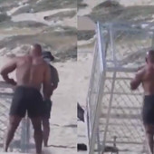 NJEGOVI MIŠIĆI NISU SAMO OD TERETANE! Majk Tajson šokirao vežbama sve ljude na plaži, deluje NIKAD SPREMNIJE! /VIDEO/