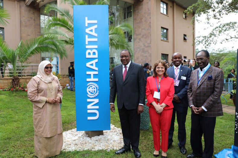 Kenyan President Uhuru Kenyatta (Middle) flanked with Martha Delgado in red. (@UNHABITAT)