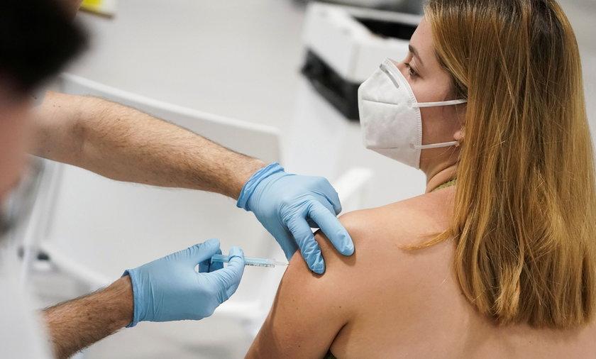Pandemia COVID-19. Możliwe obostrzenia dla osób niezaszczepionych.