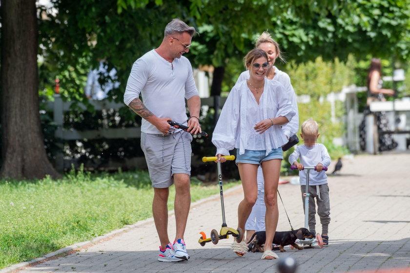 Siostry Bohosiewicz na wspólnym spacerze